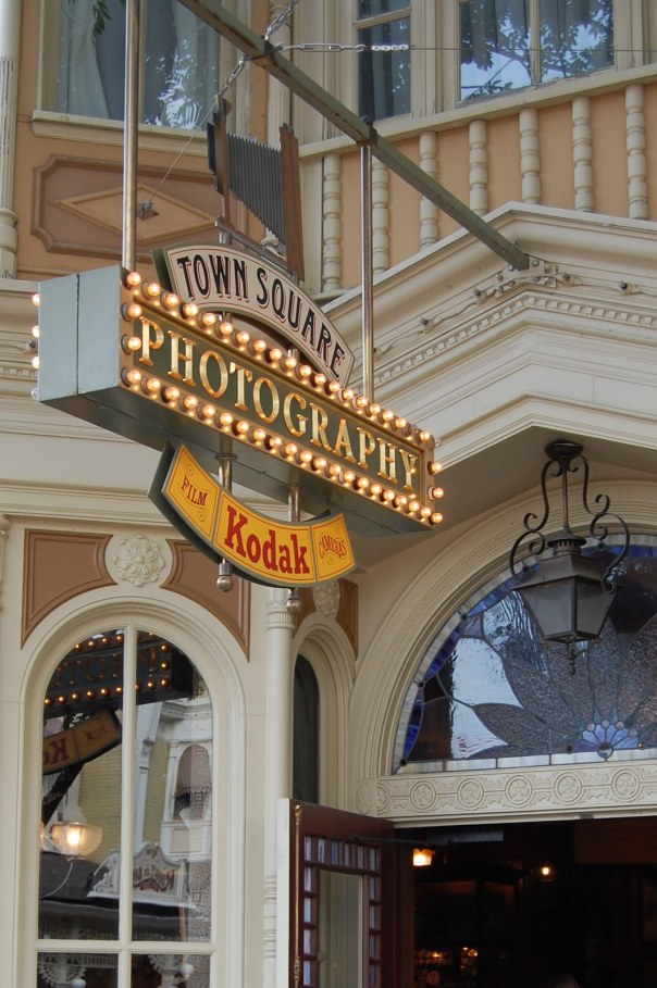 Town-Square-Photography-Disneyland-Paris-02