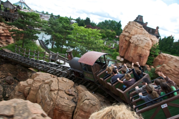 Big_Thunder_Mountain_at_DLP_01