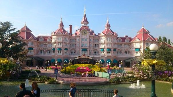 Disneyland Paris Escroquerie De Pr 232 S De 700 000 Subie