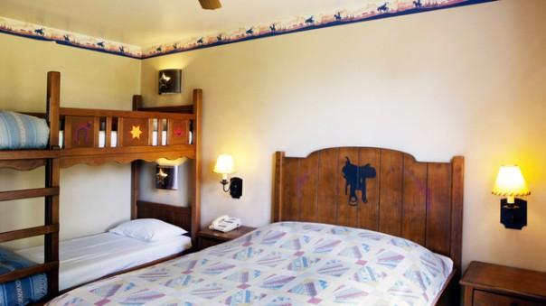 n013261_2019jun01_cheyenne-hotel-standard-room_16-9