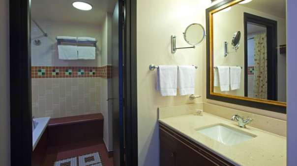 n015671_2020oct01_sequoia-lodge-hotel-standard-double-room-bathroom_16-9