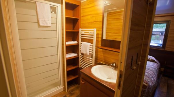 n017213_2020sep19_ranch-bathroom_16-9