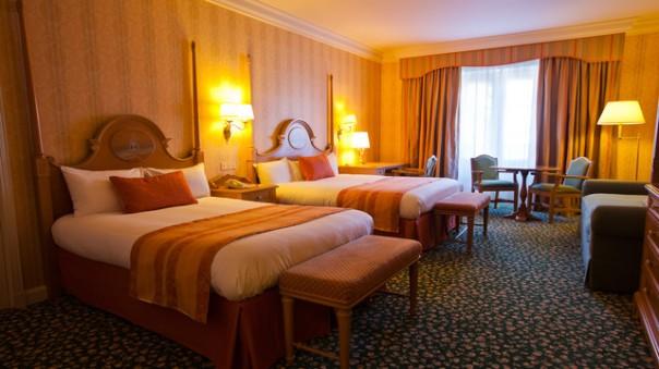 n019035_2021sep01_disneyland-hotel-family-room_16-9