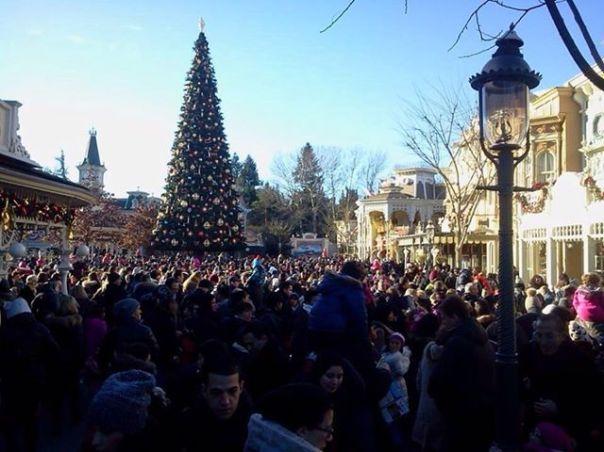 Disneyland Paris peut il vraiment se faire rattraper par des voisins Européens?  - Page 3 Dsfdsf