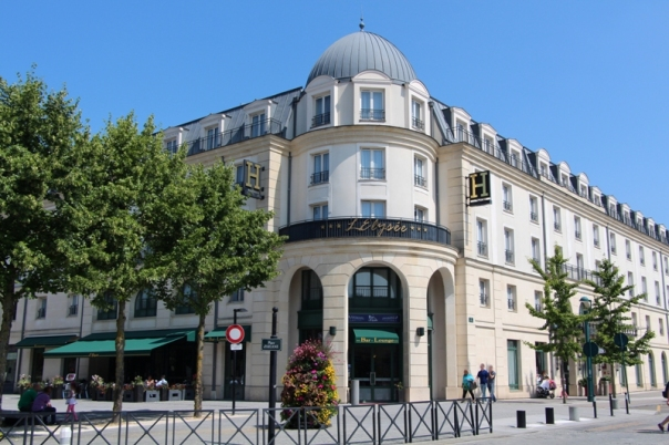 facade_hotel.1442110.jpg