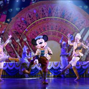 Avec-Mickey-et-Le-Magicien-Disney-emmene-Broadway-dans-son-parc