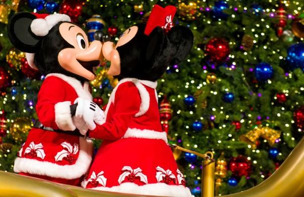 christmas-tree-lighting-minnie-mickey-mouse-hong-kong-disneyland-L.jpg