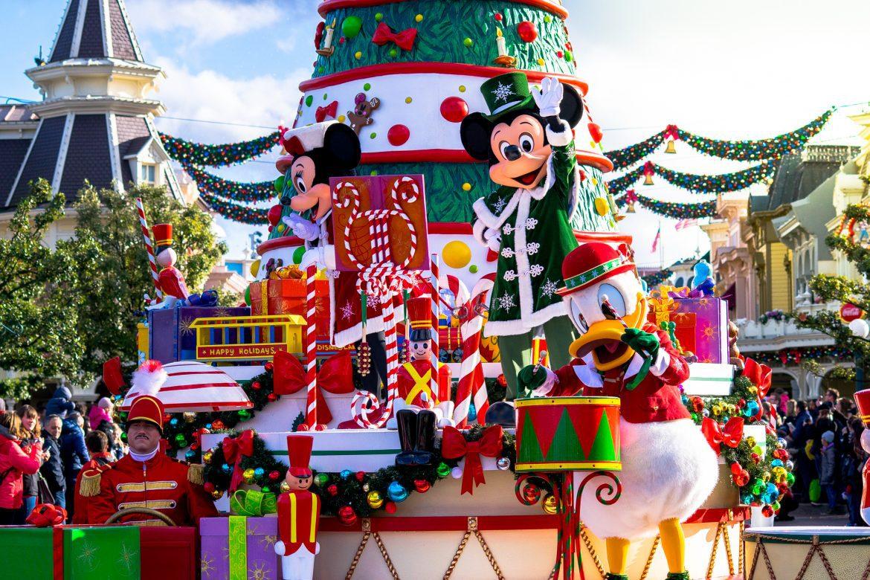 Les deux Parcs Disney au rythme des 90 ans de Mickey pour ce Noël 2018 !