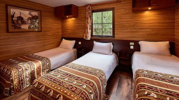 n027752_2023jul20world_davy-crockett-ranch-bungalow-3-single-beds_16-9.jpg
