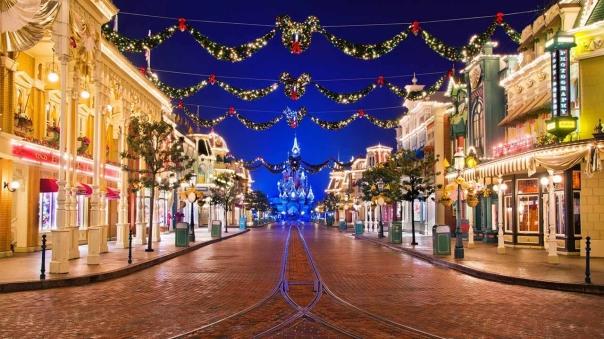 n014301_2050jan01_world_christmas-atmosphere_1280x720