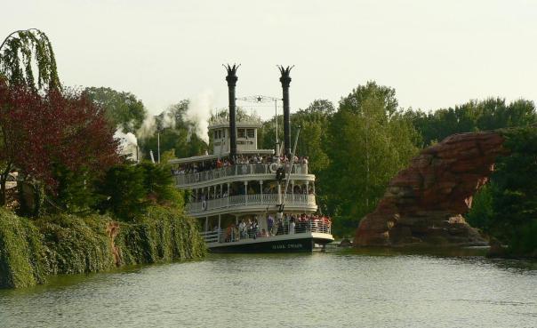 Mark_Twain_Riverboat_(Disneyland_Paris).jpg