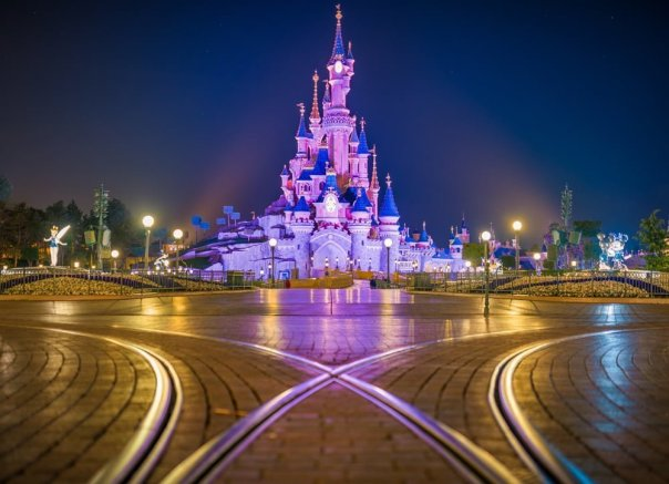night-shallow-chateau-de-la-belle-au-bois-dormant-disneyland-paris.jpg